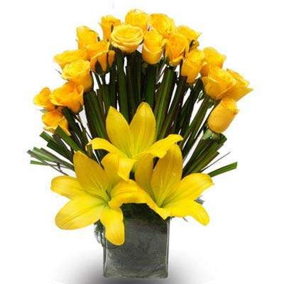 Arrangement Of 20 Yellow Roses And 2 Yellow Asiatic Lilies