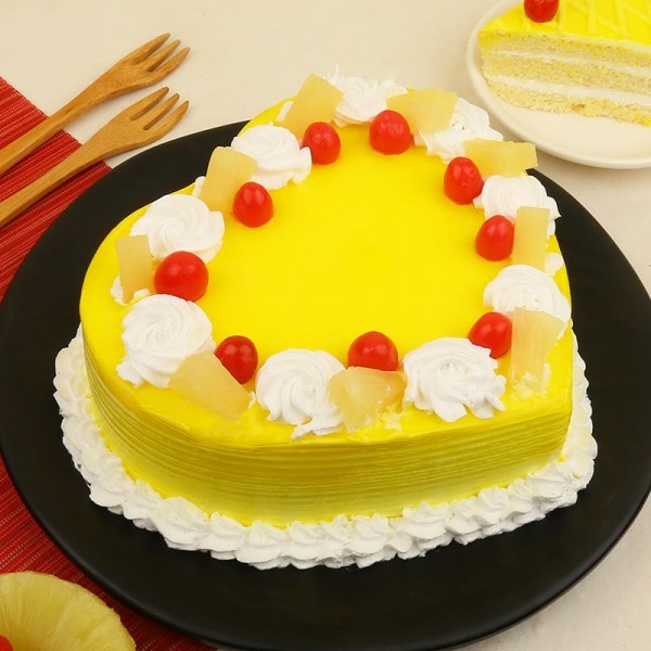 1kgs Heart Shape Pineapple Cake